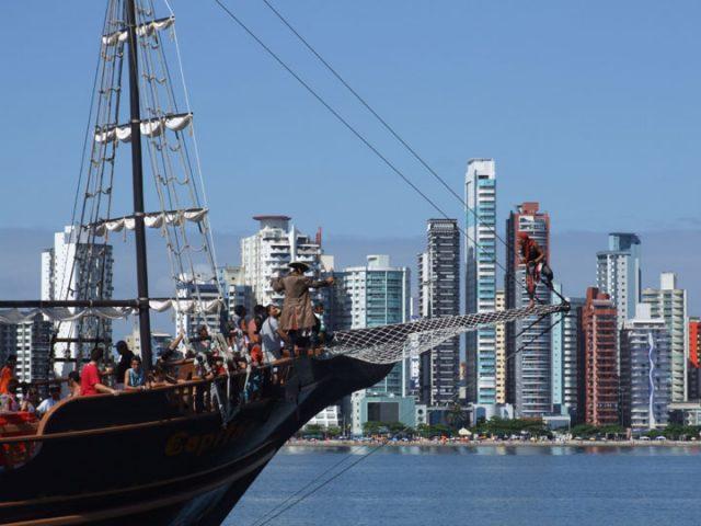 Show dentro do Barco Pirata